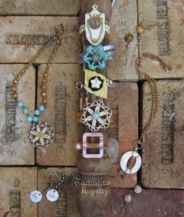 sat_spotlight_jewelry_2