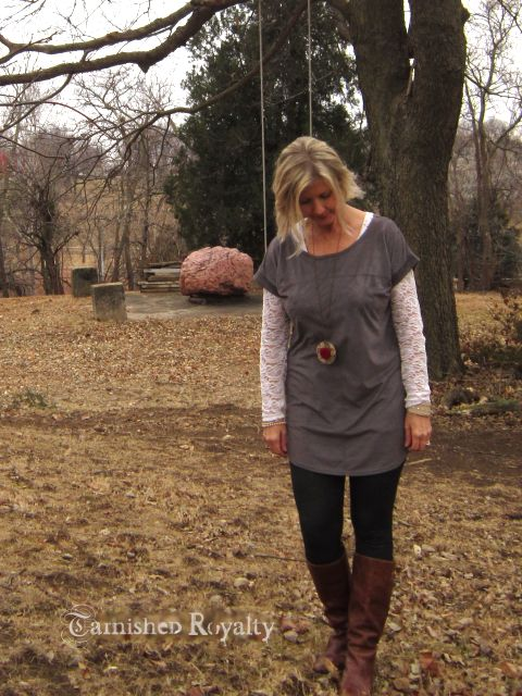 gray_tunic_long_necklace_1b