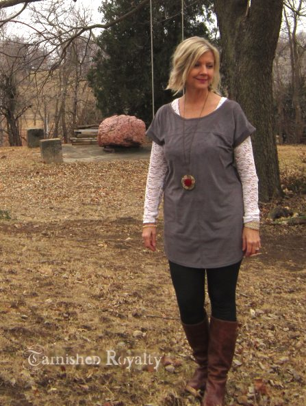 gray_tunic_long_necklace_2b